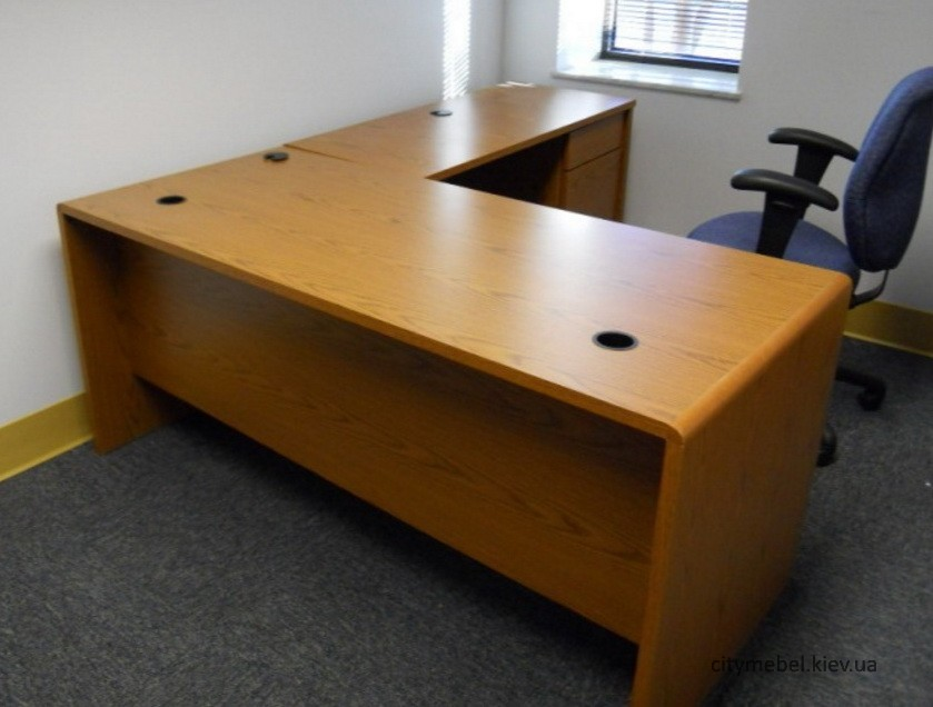 угловой стол для офиса
