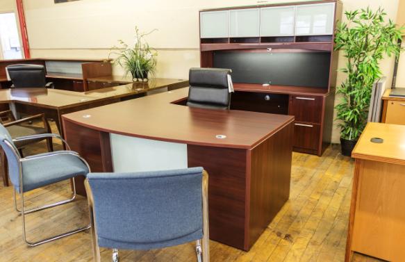 мебелирование офиса столами