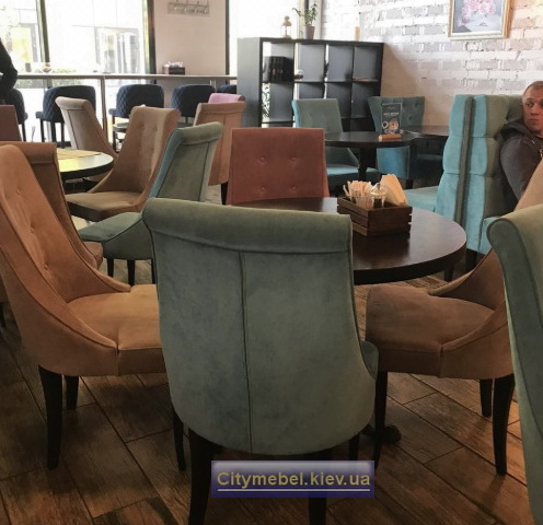 диван в кафе в стиле loft
