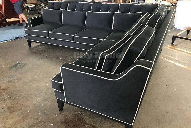 угловой диван ччерного  цвета