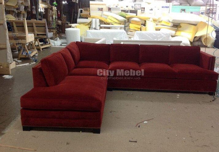 бордовый диван  угловой формы