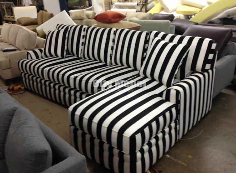 маленький угловой диван в полоску