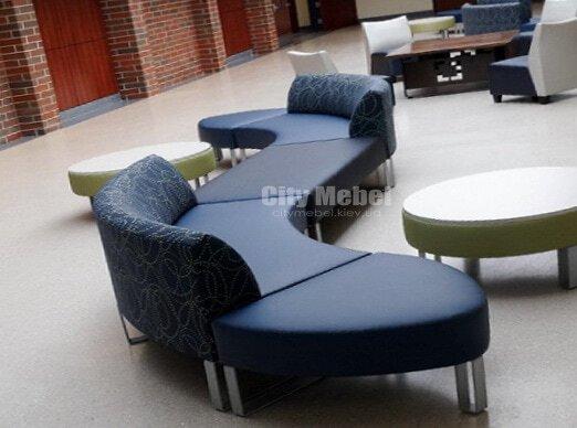 синий кривой диван