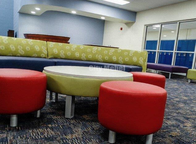 разноцветная круглая мягкая мебель