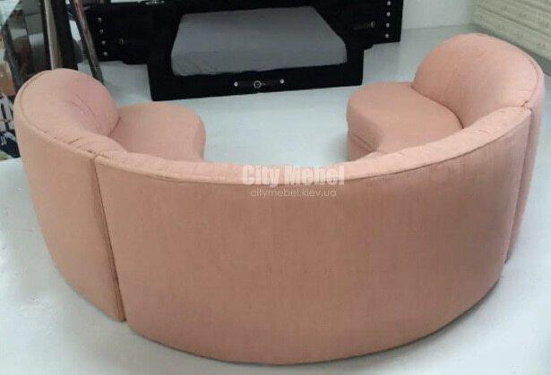 Розовый радиусный диван под заказ