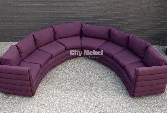 круглый диван сиреневого цвета
