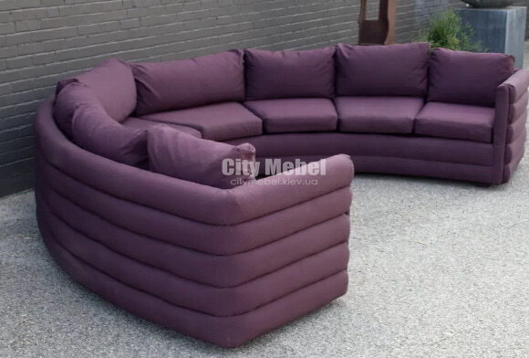 круглый диван сиреневый в отель