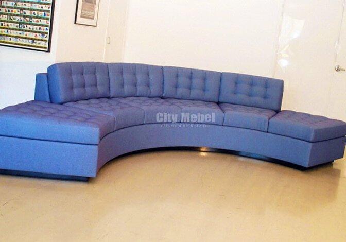 полукругый голубой диван