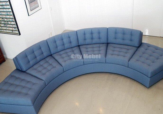 голубой круглый диван