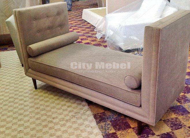 прямой диван -кушетка