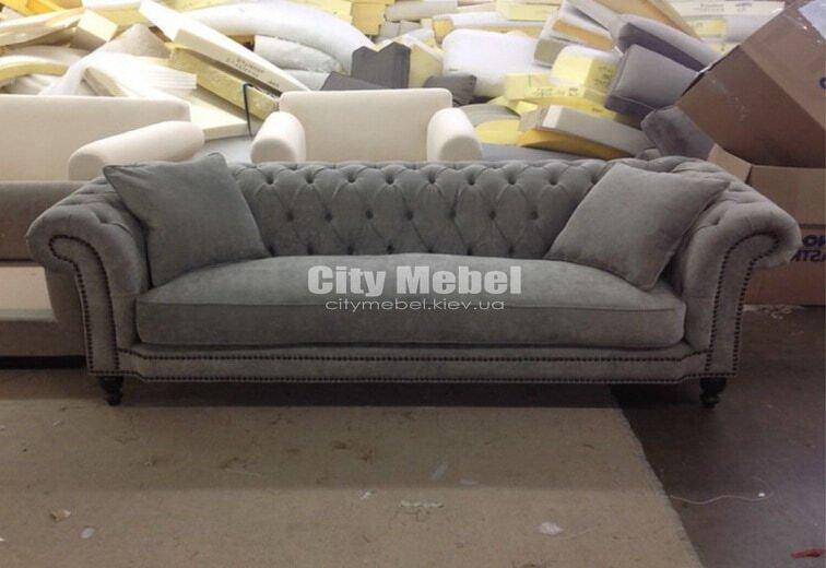 прямой диван с каретной стяжкой на заказ с мягкими подушками