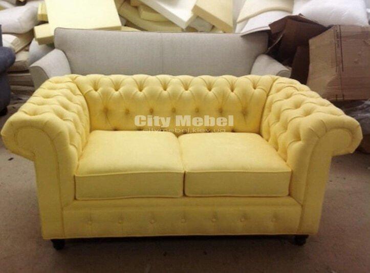 желтый прям под заказой диван