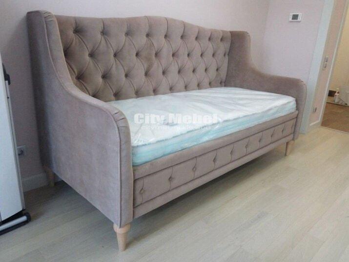 прямой диван кушетка в классическом стиле на заказ