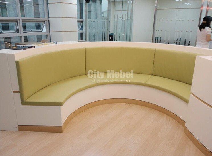 круглый диван в салон