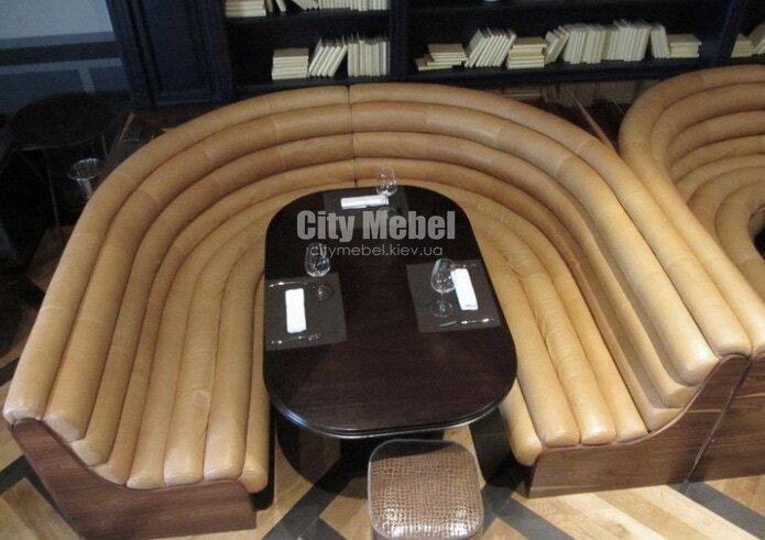 Круглый-образный диван на кухню