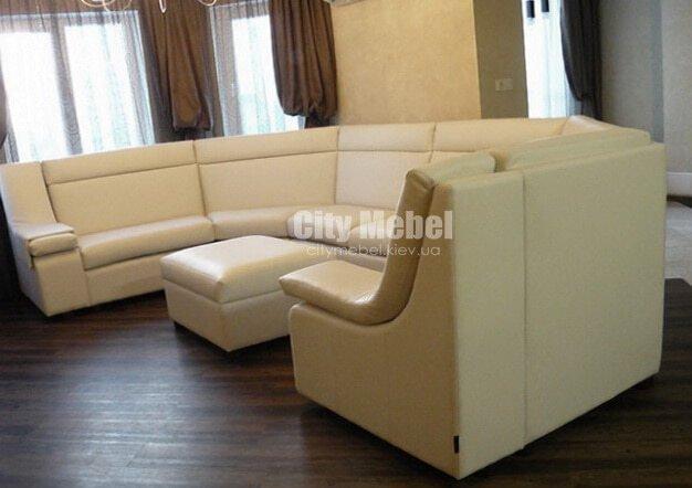 п-образный диван в хол отеля