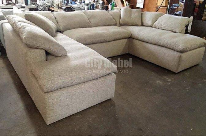 белый п образный диван  с подушками