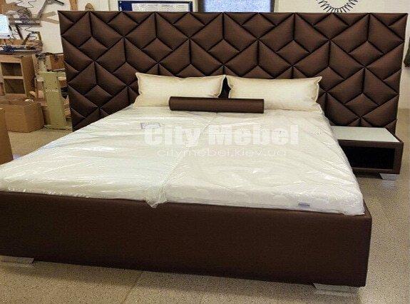 кровать с дизайнерским изголовьем