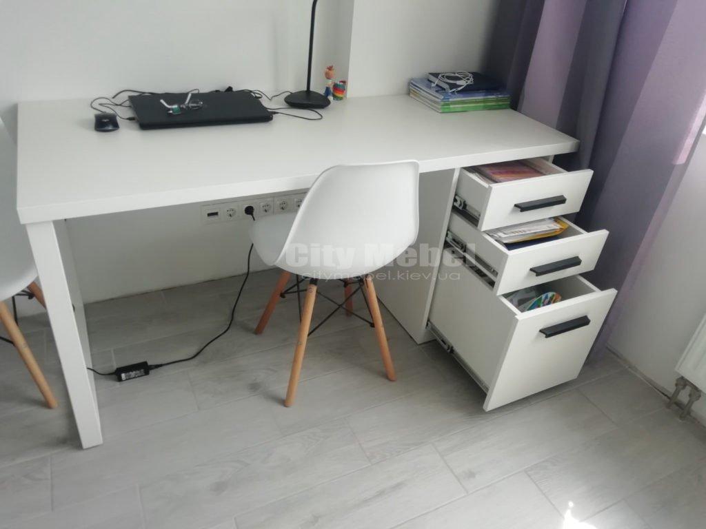 стол с тумбой под заказ белого цвета